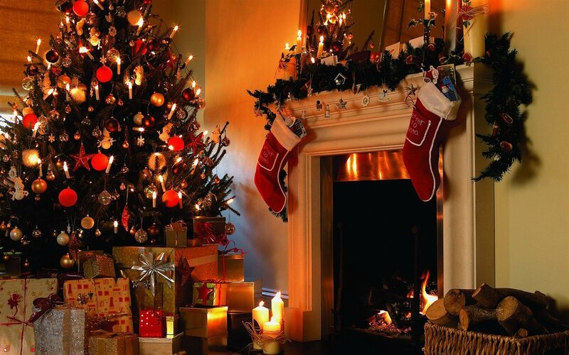 photo-pour-illustrer-noel-christmas-sapin-cadeaux-cheminee