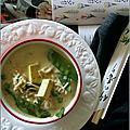 Soupe exotique (au lait de coco à la citronnelle, aux pois & au miso)