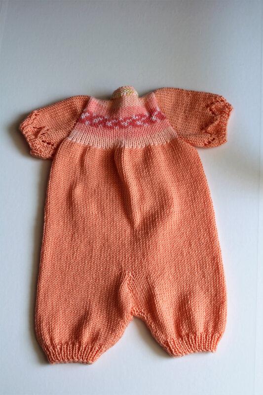 Combinaison orange manches courtes et chaussons (2)