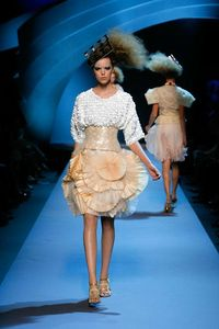 beige1521331_women-dior-hc-w1112-look-18