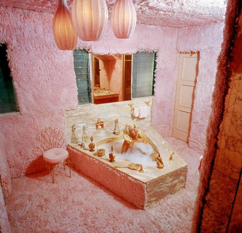jayne_pink_palace-inside-bathroom-by_allan_grant-1-3
