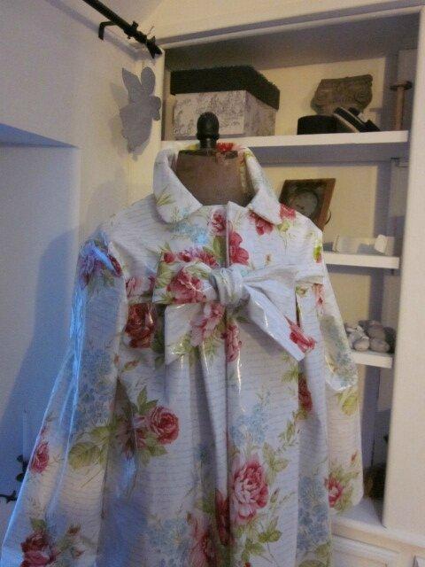 Ciré AGLAE en coton enduit blanc imprimé de fleurs rose et ciel, d'écritures ciel (3)