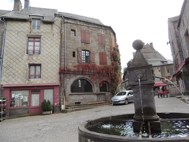 Fontaine place Gayme
