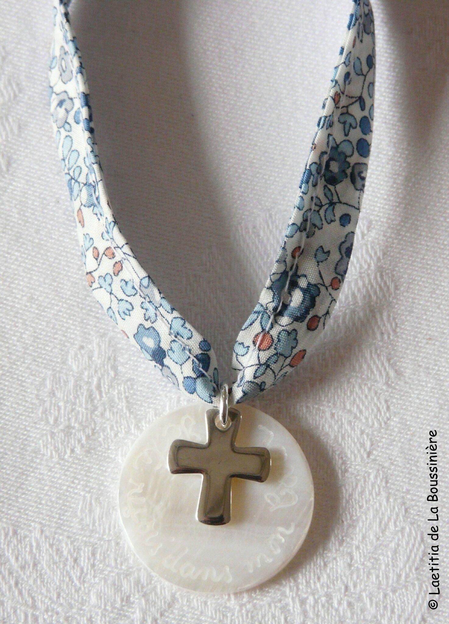 Collier de Première Communion Croix 16 mm (sur ruban Liberty Eloïse bleu) - 38 €