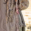 linen-patchwork-malli-dress-with-cross-stitch-ruffles-and-pockets.dos 1.jpg