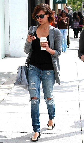 Jessica+Alba+Out+Shopping+Beverly+Hills+trxee4TCX5Yl