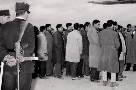 794874_guerre-d-algerie-manifestants-expulsion