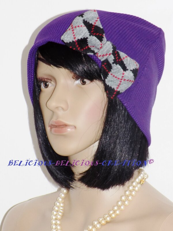 beanie hat voilet with bow in front a