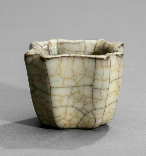 A small Ge-type lobed cup, Yuan-Ming dynasty