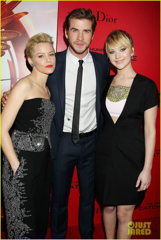 La-parenthese-doree-jennifer-lawrence-liam-hemswotrh-elizabeth-banks-hunger-games-l'embrasement-catching-fire-avant-premiere-new-york-01