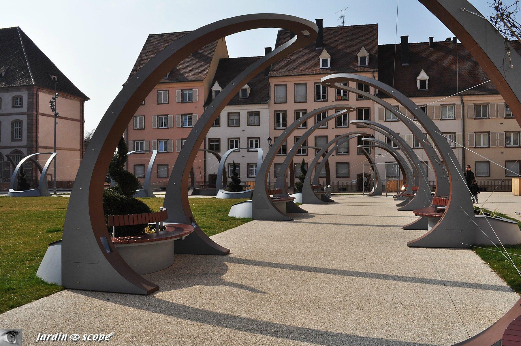 Banc ultra-modernes Place Ancien hôpital royal à Colmar