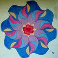 Tableau de sable kadiéloscope bleu à l'hibiscus.