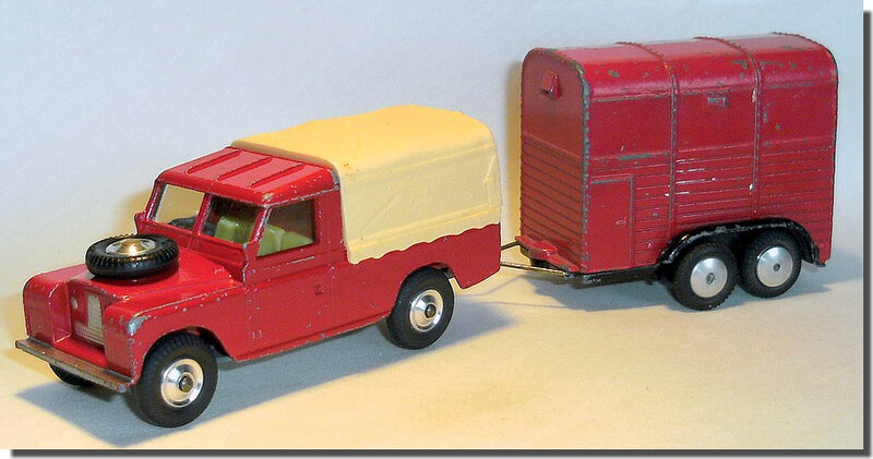 Corgi Toys #102 Pony Trailer Red Black Version 1 I