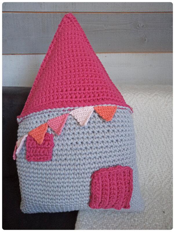 Coussin au crochet Happy Village Cam&Drey bricolent