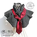 Création en cravate recyclée : le col chaud plissé, gris avec cravate rouge