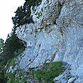 Les rochers du fouda blanc par la grotte à l'échelle