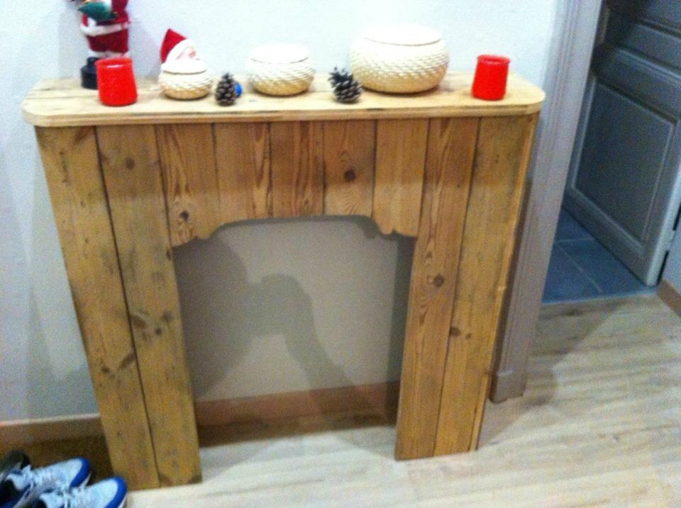Fausse cheminée décorative en bois de palette fabriquée par Stéphanie