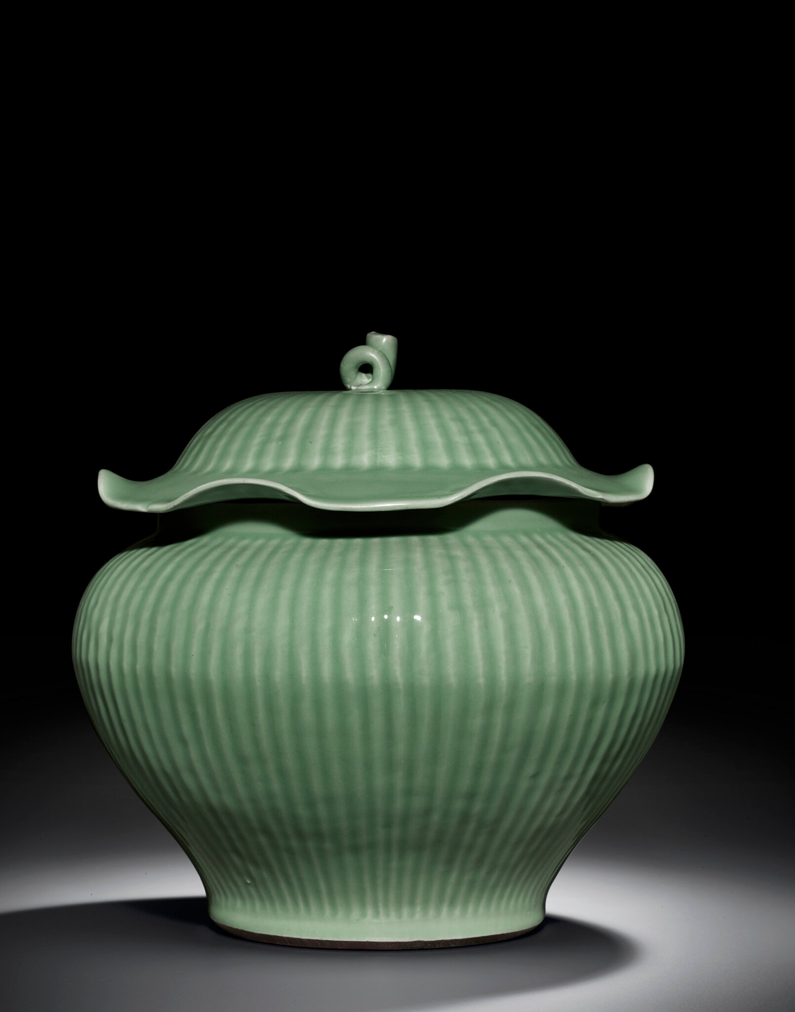 A large Longquan celadon fluted jar and cover, Ming dynasty (1368-1644)
