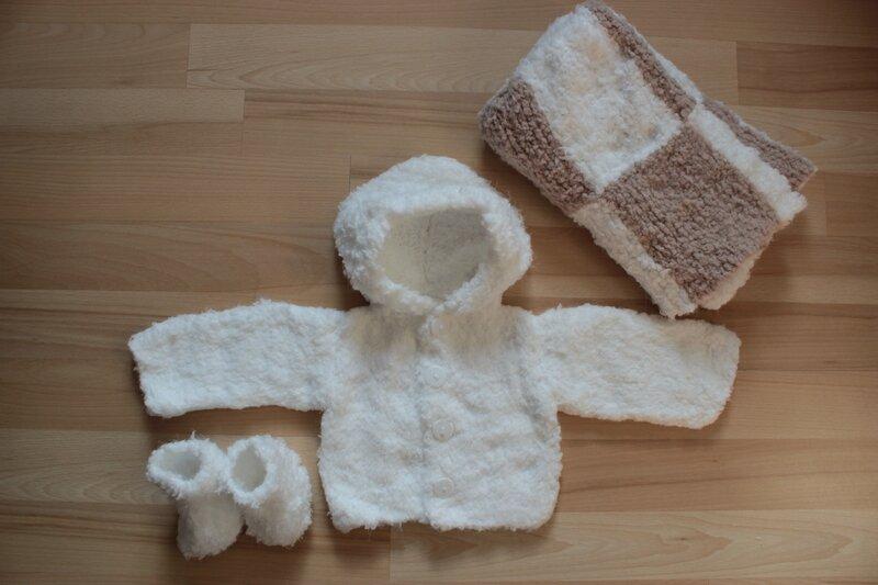 Un paletot, des chausons et une couverture en laine toute douce