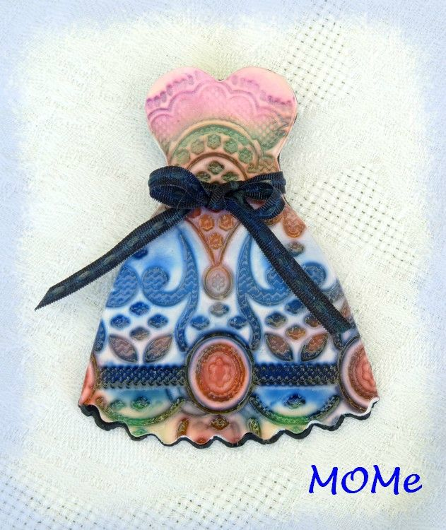 ceramic robe broche
