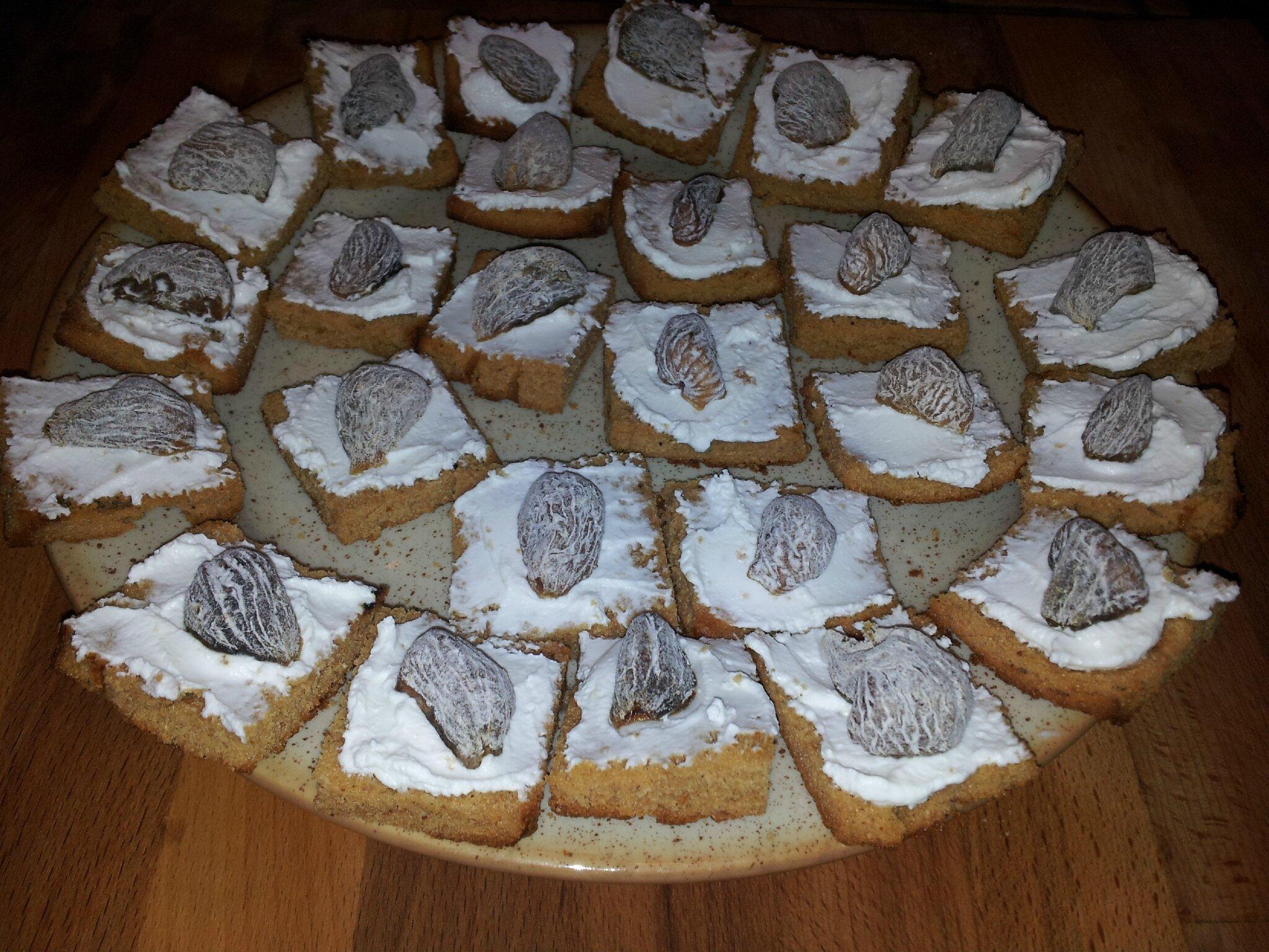 Toasts de pain d'épices au chèvre frais et figues séchées :