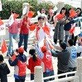 Liu Xiang courra lors de la cérémonie du relais de la torche olympique 3
