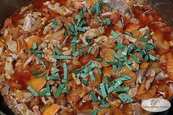 VEAU_JAMBON_Soubressade_lardons_legumes_sauce_tomate_et_sauge