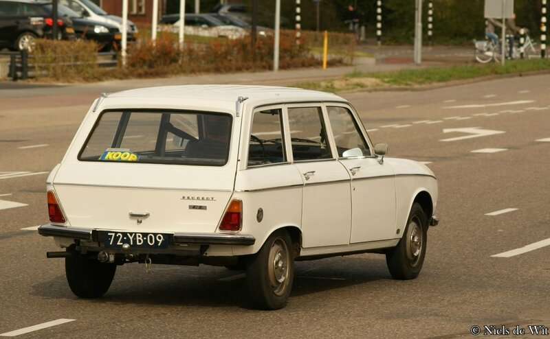 1976_Peugeot_304_GL_Break_(17263320791)