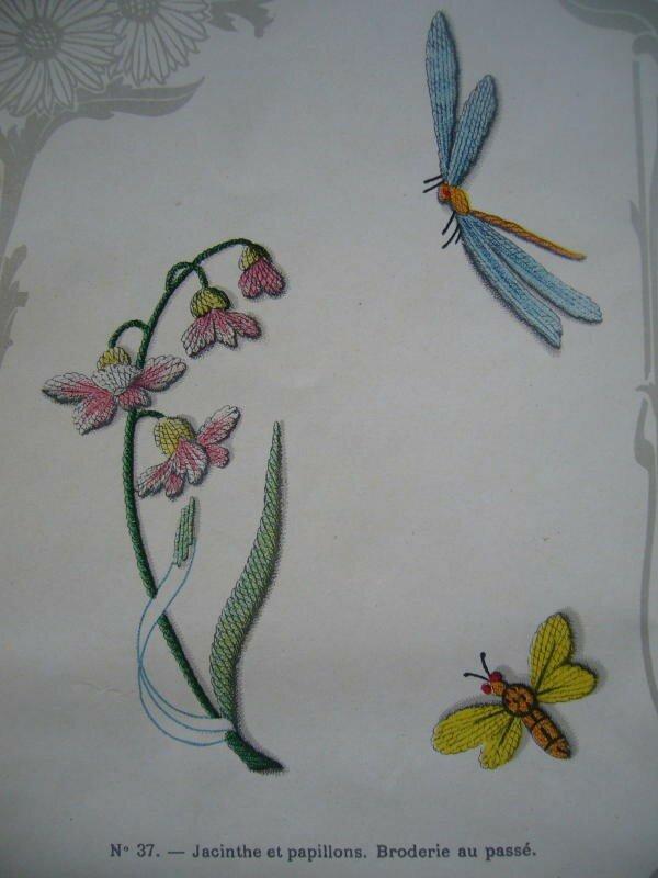 Jacinthe et papillons. Broderie au passé