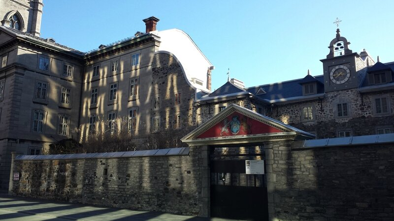 2015 11 08 (14) - petite balade matinale dans un Montréal endormi - place d'armes - vieux séminaire Saint-Sulpice