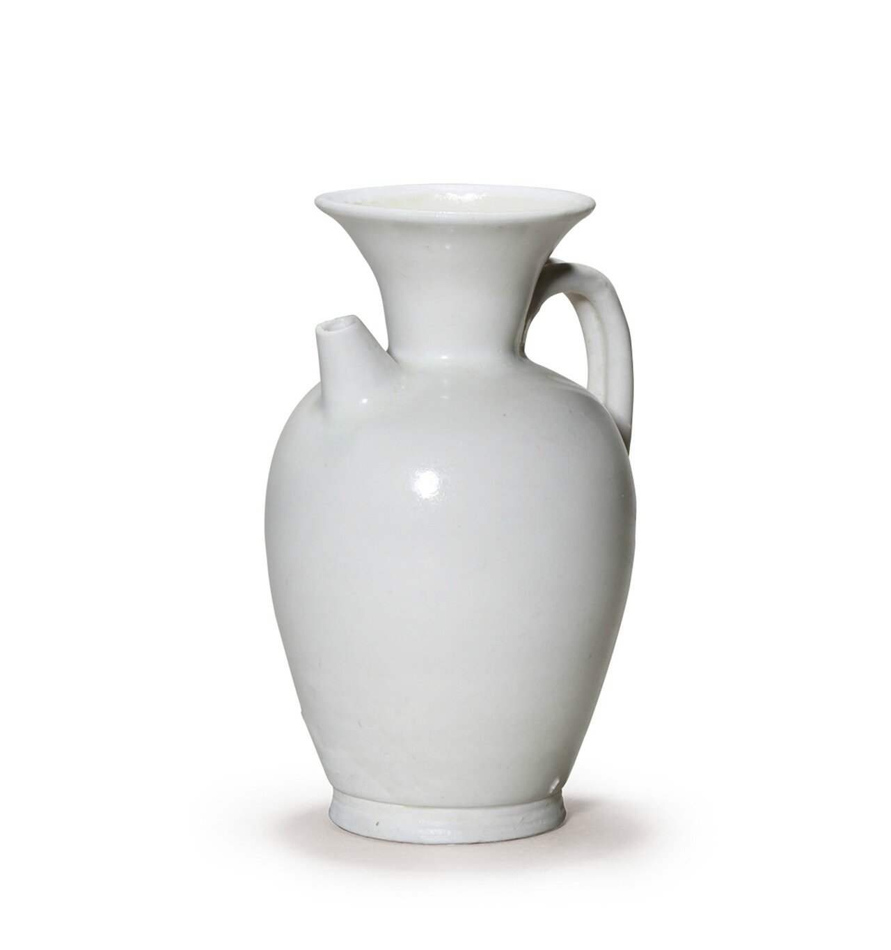 A rare Xingyao white glazed ewer,Tang Dynasty (AD618-907)
