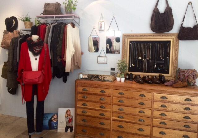 boutique Avant Après Montpellier prêt à porter féminin, bijoux, sacs, belles matières automne hiver 18