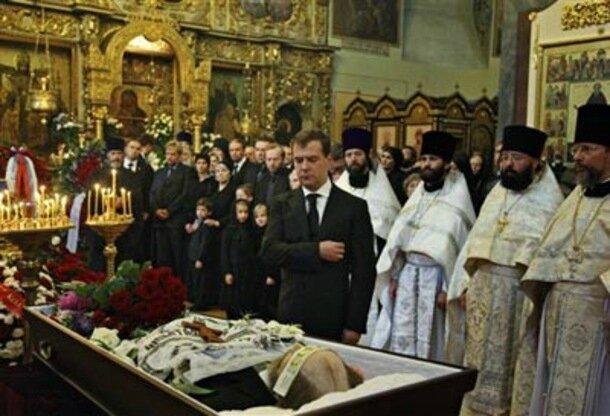 La-Russie-enterre-avec-ferveur-Alexandre-Soljenitsyne_article_main_large