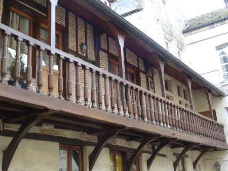 Cour Dauphin 1