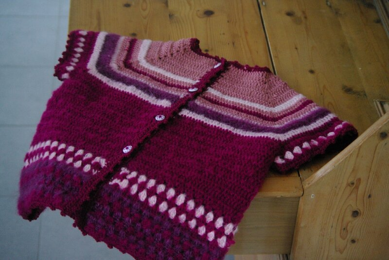 crocheter un gilet top-down fillette