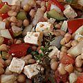 Salade de tomates, concombre, haricots blancs et féta