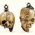 Deux grains de chapelet en ivoire d'hippopotame et os de bovidé, France ou Pays-Bas du Sud, XVIe siècle, et France, XVIe siècle