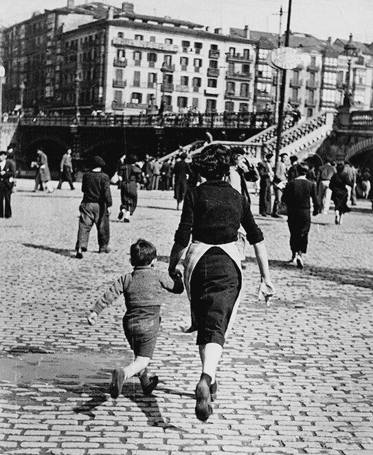 woman and child run after an alarm