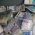 argent-billet-de-banque-voiture