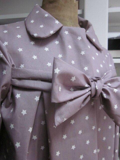 Ciré AGLAE en coton enduit beige rosé parsemé de petites étoiles blanches, fermé par un noeud (5)