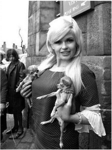 jayne-1967-04-30-england-leeds-visit_armley_prison