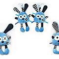Doudou lapin bleu - attache tétine et doudou musical