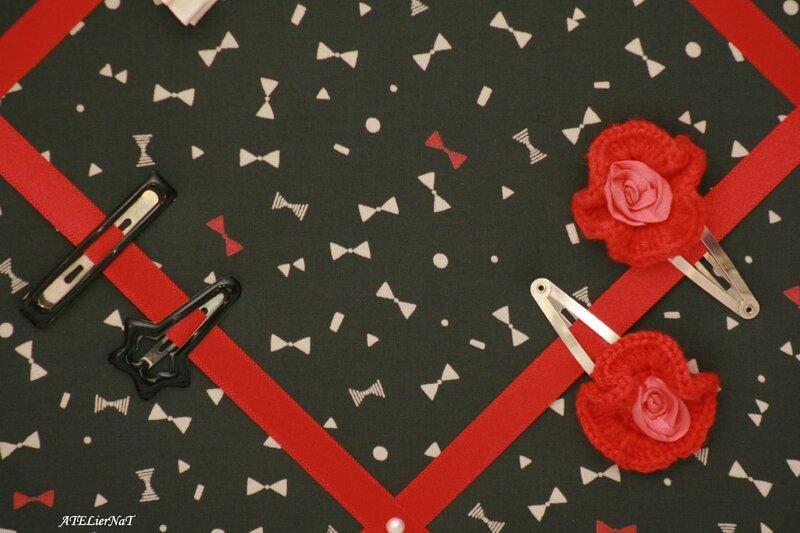 Cadre barrettes noeud rouge et noir3