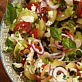 Salade de pomme de terre, tomate, feta, olive noire, basilic & pesto. tout simplement.