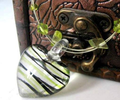 collier verre coeur vert
