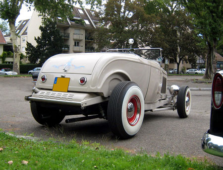 Ford_type_B_roadster_de_1932__Retrorencard_aout_2009__02