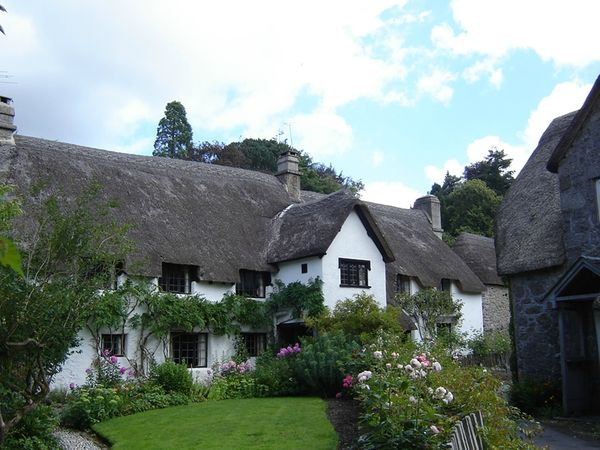 Lustleigh_thatched_house