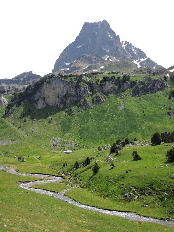 C) Lacs d'Ayous, Pic du Midi d'Ossau, cabane de Cap de Pount et Gave de Bious (64)