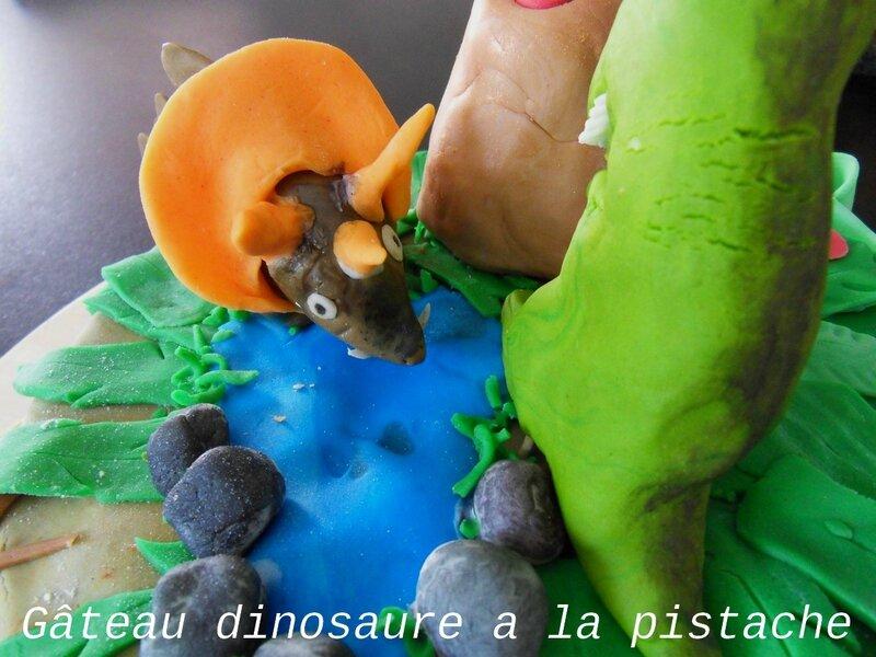 Gâteau dinosaure a la pistache2