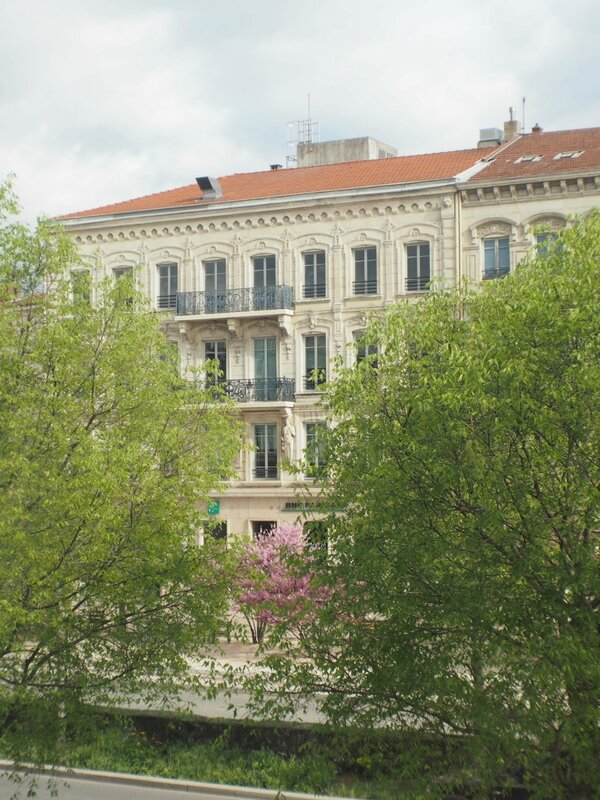 6-hotel-de-france-valence-ma-rue-bric-a-brac